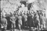 set. 42 - Padre Crosara dice la Santa messa per gli Alpini della 49^